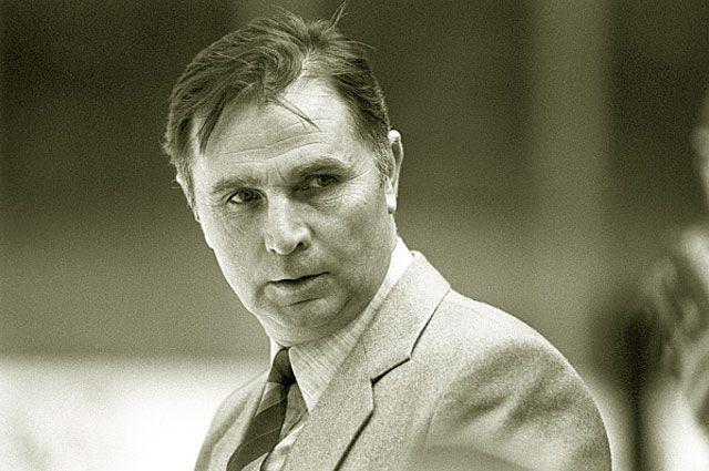 Виктор Тихонов, старший тренер сборной команды СССР по хоккею с шайбой, заслуженный тренер СССР. 1984 год.