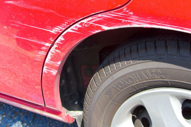 Чем убирают царапины на машине