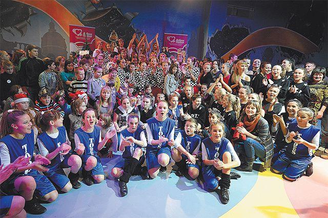 В новогодние праздники «АиФ» позвал в гости в Москву воспитанников детских домов из регионов, перед которыми выступили участники танцевального коллектива «Тодес».