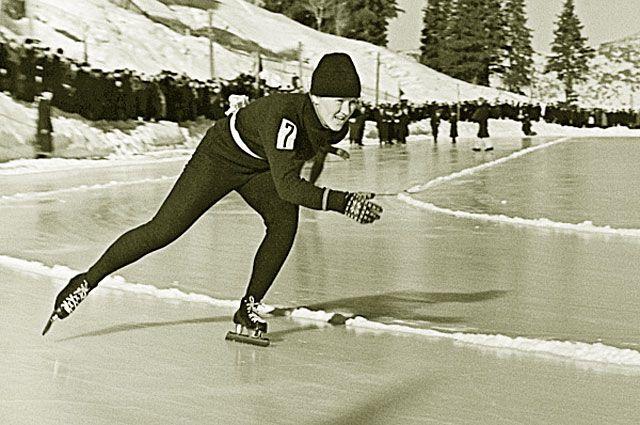 Челябинская спортсменка Лидия Скобликова на Первенстве СССР по конькам среди женщин в 1960 году на дистанции 3000 метров показала лучшее время — 5 мин. 14,8 сек.