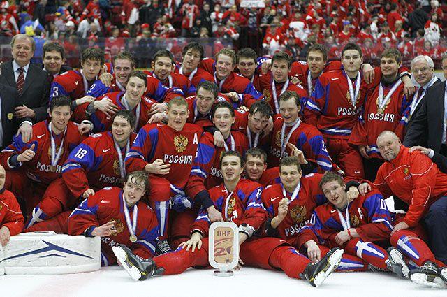 Сборная России, завоевавшая бронзовые медали молодёжного чемпионата мира по хоккею в матче с канадцами.