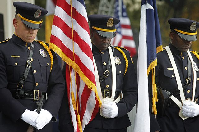 Полицейские и пожарные Нью-Йорка получили от государства незаконные соцвыплаты на сумму свыше 21 миллиона долларов.
