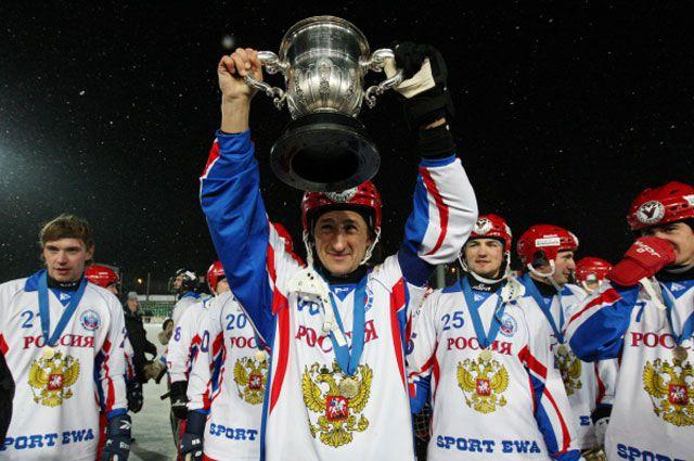 На выходных нас ждет трансляция с чемпионата мира по хоккею с мячом из Иркутска.