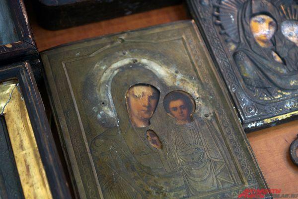 Любой желающий может приобрести старинные иконы.