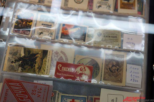 Особое место на выставке уделено коллекционным маркам.