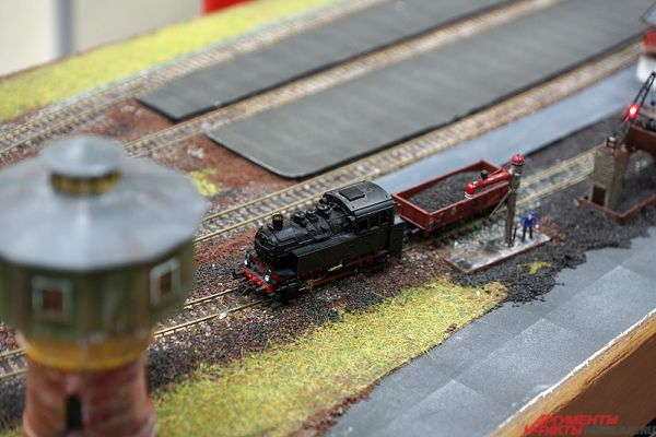 В выставочном центре разместилась и самая длинная коллекционная железная дорога на Урале. Её размеры достигают 10х5 м.