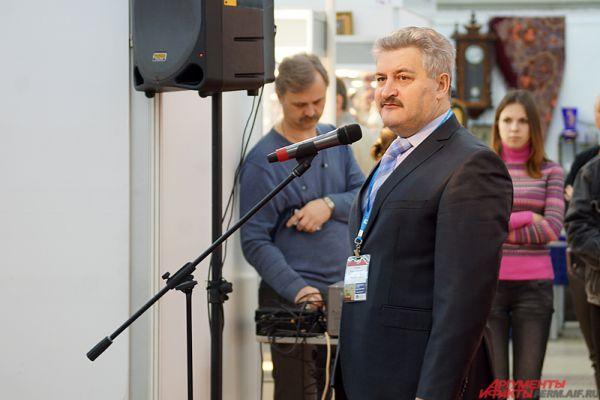 Дал старт мероприятию региональный министр культуры Игорь Гладнев.