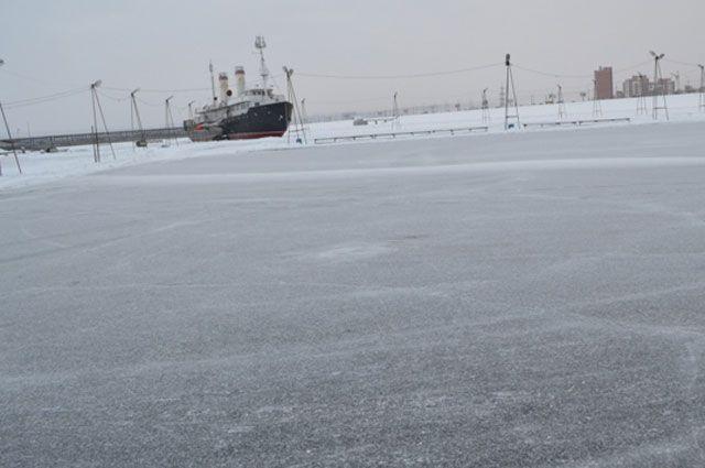 Даже скованное льдом море таит угрозу.