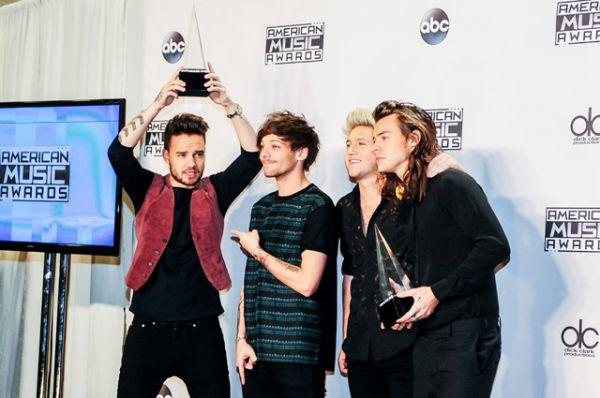 На втором месте в рейтинге — бойз-бенд One Direction. Годовой доход группы Forbes оценил в $130 млн.