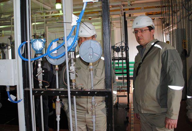 Сложное оборудование требует от персонала высокой квалификации и строгого соблюдения правил промышленной безопасности.