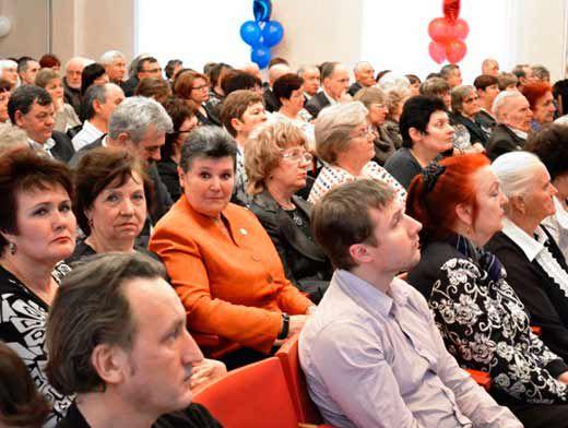 На празднование собрались председатели профсоюзных организаций, ветераны, работодатели