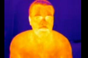 Тело человека, снятое через тепловизор