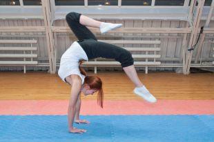 Акробатика развивает координацию и гибкость