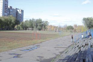 Заброшенный стадион на Левобережье обретёт новый вид.