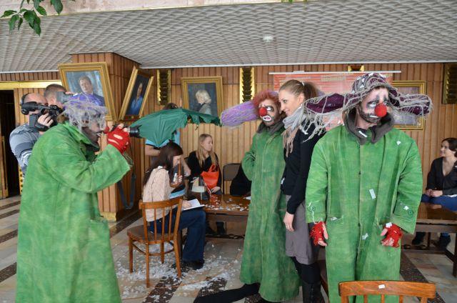 Клоуны из «Снежного шоу» похулиганили в Омске.
