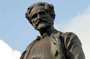 Памятник Джузеппе Верди.