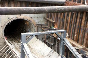 Тоннели метро находятся  в стадии правительства.