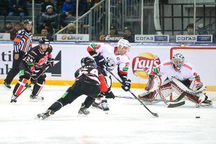 Омские и челябинские хоккеисты сначала сыграли в ничью.