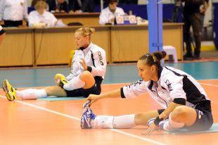 Омские волейболистки готовятся к игре Лиги чемпионов.