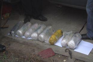 В восьми брикетах было больше 21 килограмма наркотика.