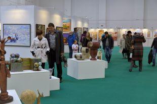 1200 работ представлено на выставке.