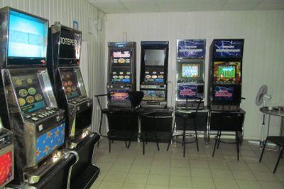 игровые автоматы в гипер маркете азовский
