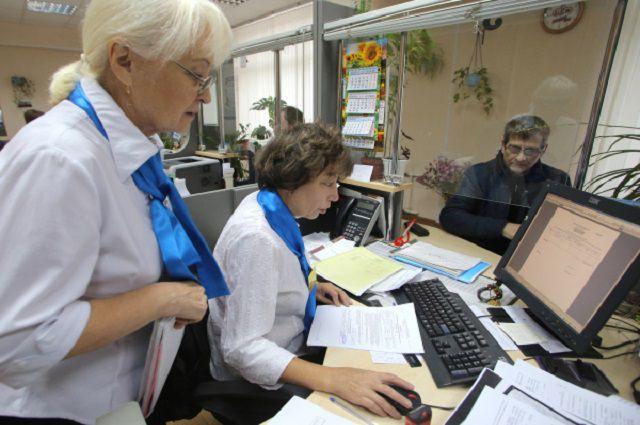 Сотрудники во время работы в Главном Управлении Пенсионного фонда РФ № 8 города Москвы и Московской области.