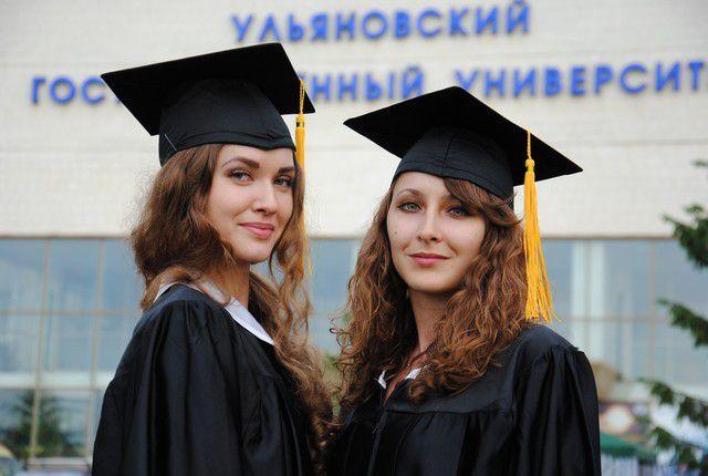 Вручение дипломов – важный день для бакалавров