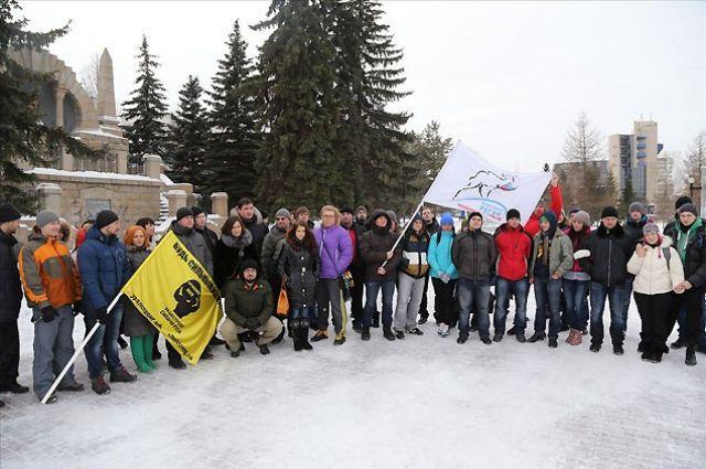 Силачи Челябинска собирают подписи горожан на Алом Поле