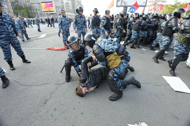 Задержание участников «Марша миллионов» на Болотной площади