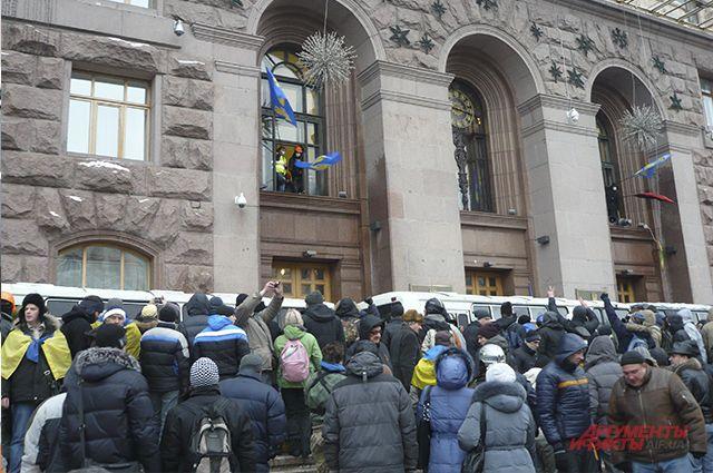 Митингующие на Майдане Незалежности в Киеве