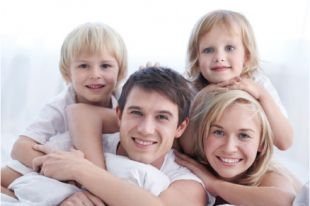 Страхование поможет сохранить привычный образ жизни всей семьи.