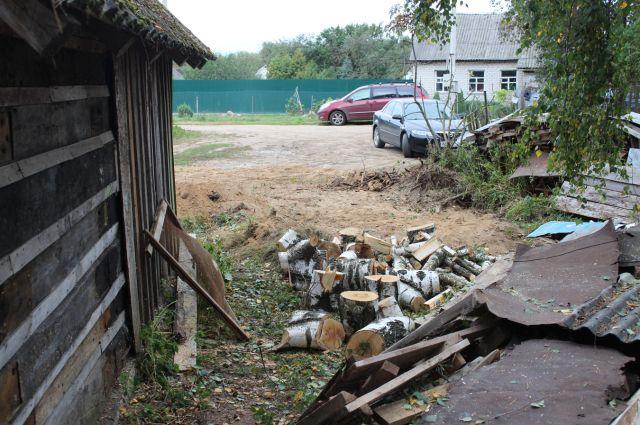 На месте разрушенного кургана.