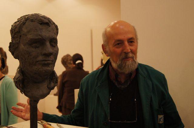 Петр Фишман со своей работой.