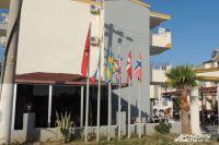 Раньше у отелей возвышались флаги многих стран, российский — в первую очередь.