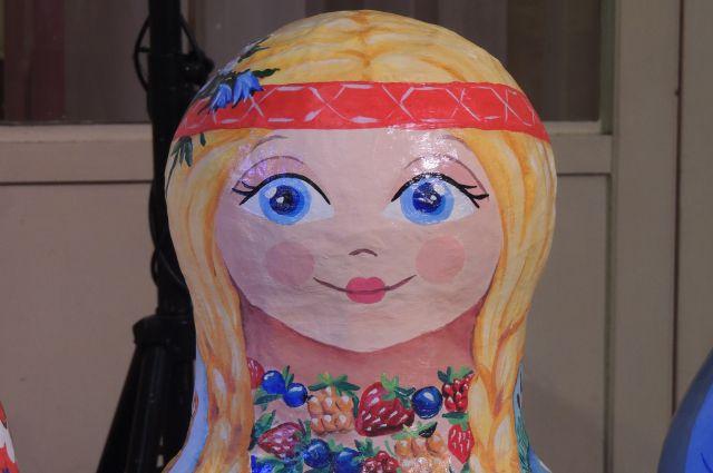 В Петербург прибывали куклы со всех уголков мира.