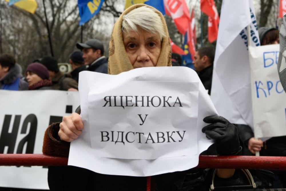 Участница митинга.