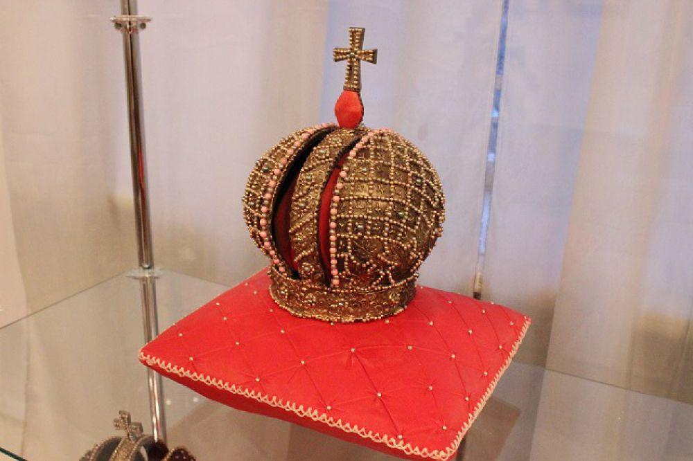 Съедобная копия короны Российской империи.
