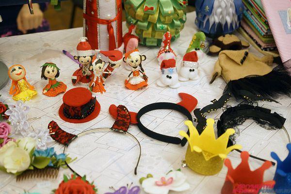 Часть предметов посвящена Новому году.