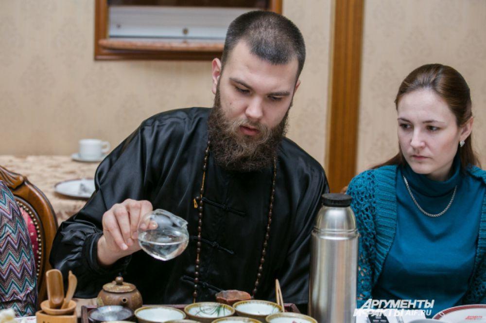 Чайный мастер Никита рассказал, как правильно заваривать чай.