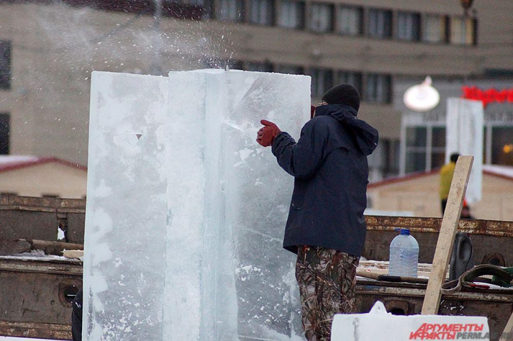 Площадку украсят пятиметровой ледяной ёлкой и художественным освещением.