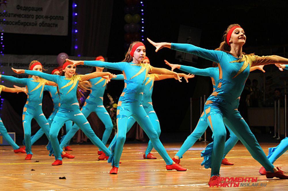 Участники приехали из Москвы, Самары, Уфы, Екатеринбурга, Томска, Красноярска и Новосибирска. Честь нашего города защищала сборная команда ДЮСШ по спортивным танцам.