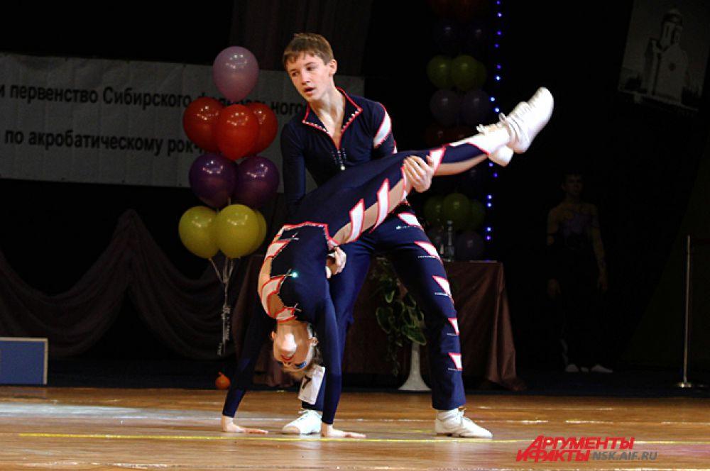 Для танца пара придумывает оригинальный костюм.