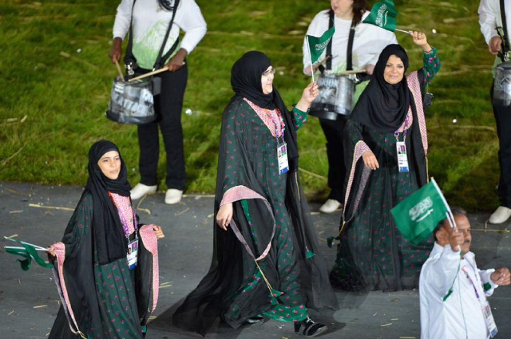 Саудовская Аравия до 2008 года была единственной страной, которая не представляла женщин на олимпийских играх, хотя женские команды в стране существуют. В июне 2012 года посольство Саудовской Аравии в Лондоне объявило, что саудовские спортсменки будут допущены к олимпийским играм в Англии.