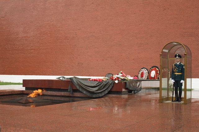 Могила Неизвестного Солдата-земляка могла бы стать символом для сотен тысяч нижегородцев. Как мемориал в Александровском саду в Москве.