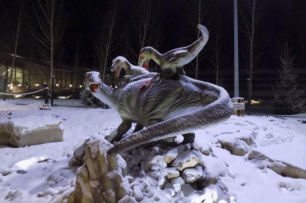 В парке представлены целые скульптурные композиции.