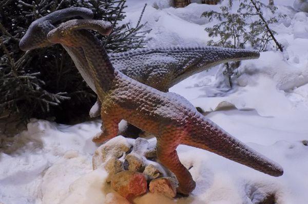 Среди больших динозавров были представлены и совсем крохотные - детеныши.