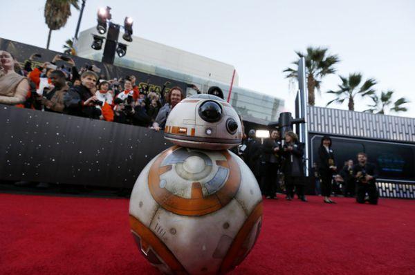 Дроид BB-8 на премьере фильма