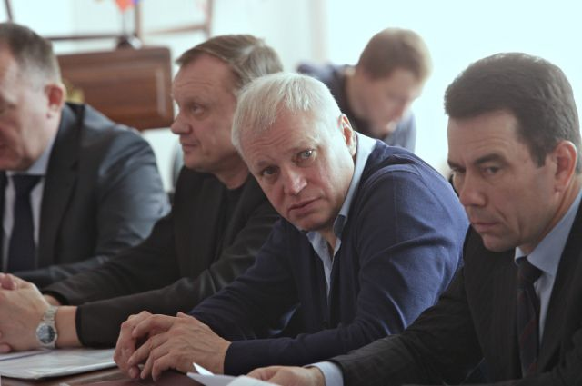 Михаил Козлов (в центре).