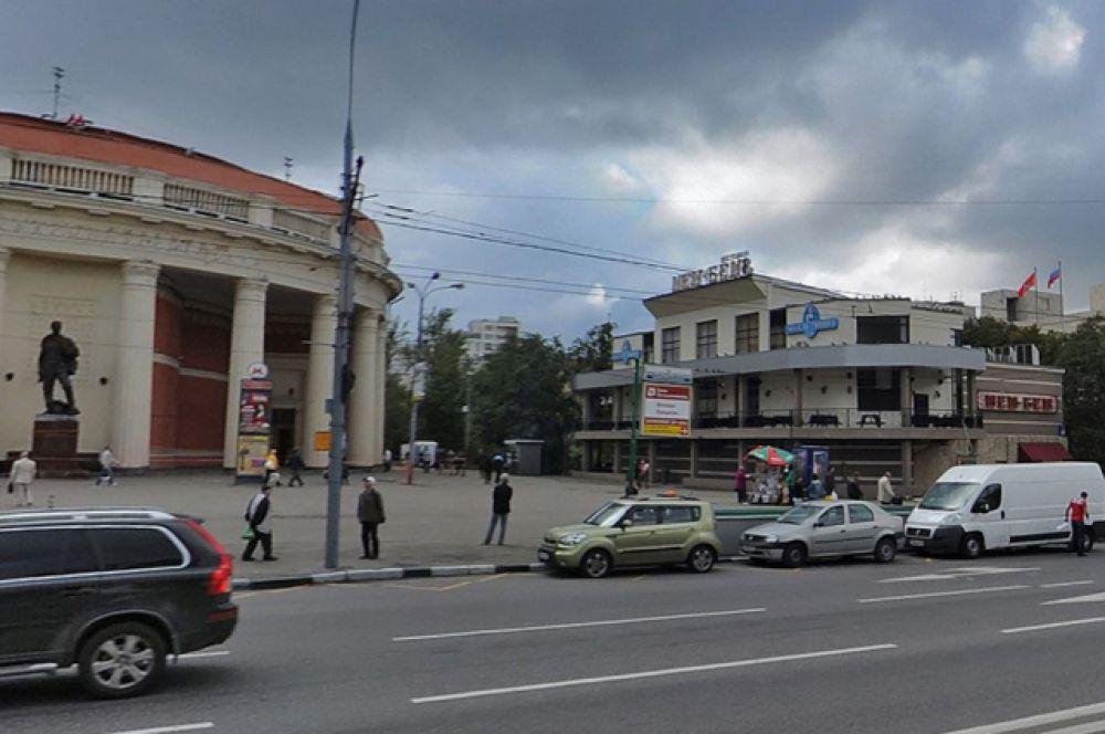 Здания у метро Краснопресненская